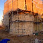 愛知県知多市で輸入住宅の壁をモルタル造形で石積みにして 色付け完了