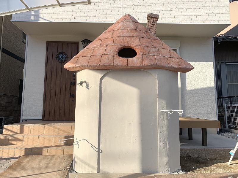とんがり屋根の門塀