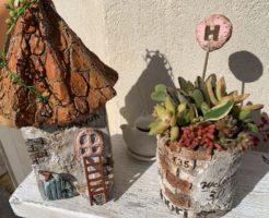 とんがり屋根のモルタル造形雑貨たち